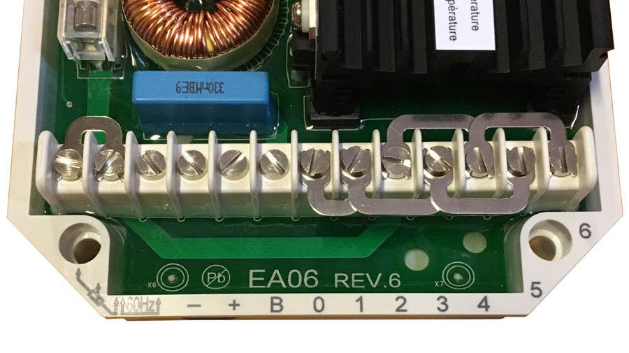 AVR EA06 Liitin